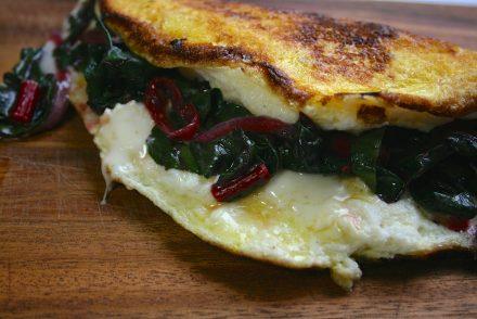 omelette soufflée au st-andré et à la bette-à-carde