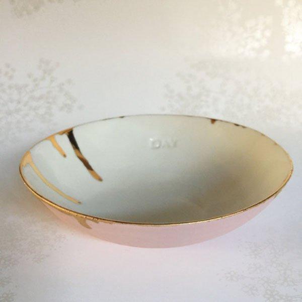 Bol en porcelaine rose et blanc avec des gouttes or épais