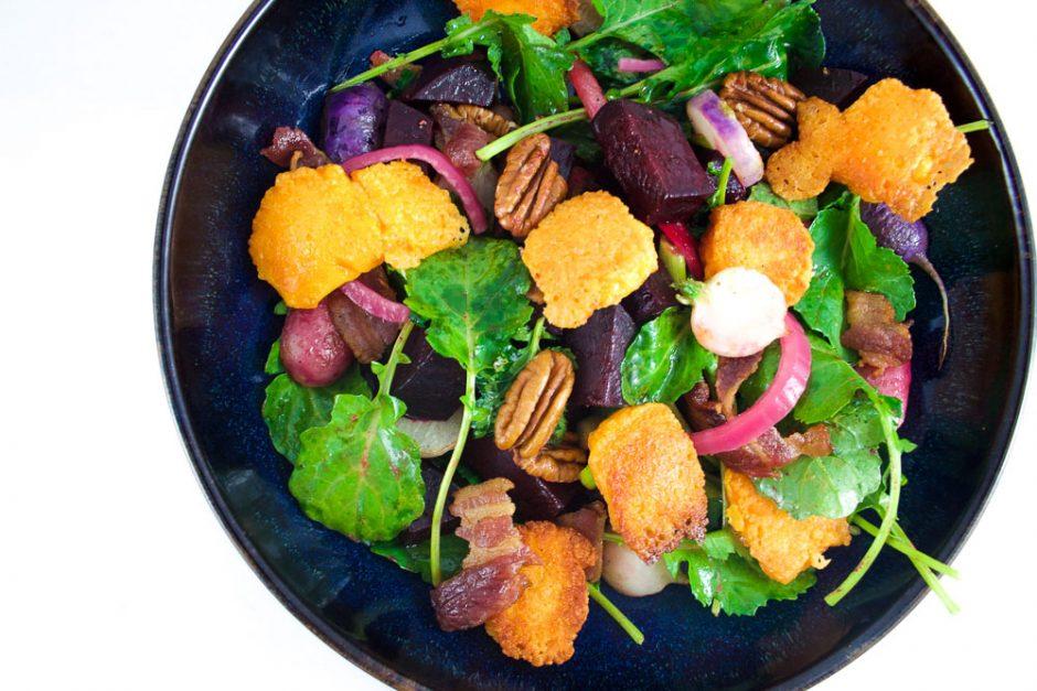 Salade de betterave, radis grillés, & fromage frit