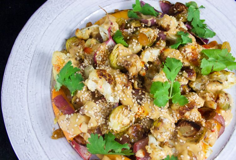 Salade de légumes rôtis et sauce tahini