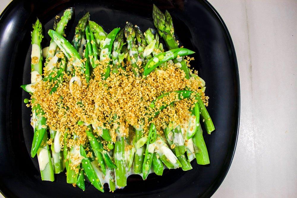 Asperges & pois verts/Sauce au babeurre et quinoa croustillant