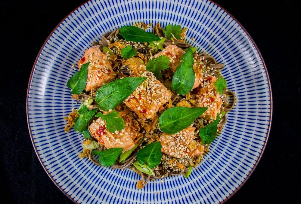 Soba au saumon et à la coriandre vietnamienne